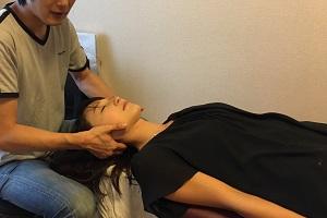 美容整体普及協会のセミナー(実技)の様子(頸椎へのアプローチ)