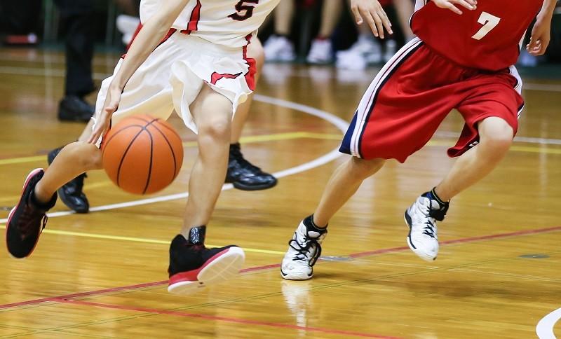 バスケットボールをしているイメージ画像