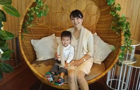 鶴見之森迎賓館で息子と写っている画像