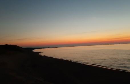 鳥取砂丘に沈む夕日の画像